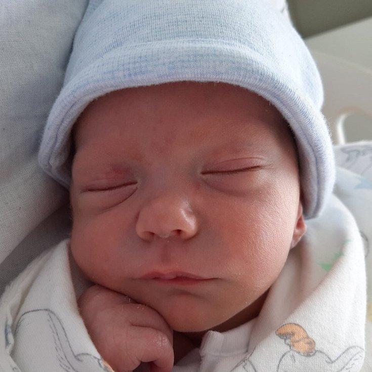 Milan Böhm se narodil mamince Nele Zikové z Mostu 29. října v 9.39 hodin. Měřil 48 cm a vážil 3,04 kilogramu.