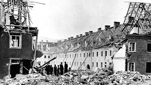 Rozbombardované nové sídliště.