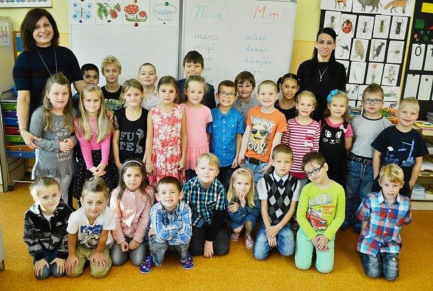Žáci 1.Az18. ZŠ vMostě sředitelkou Janou Kropáčkovou a třídní učitelkou Alenou Kosovou.