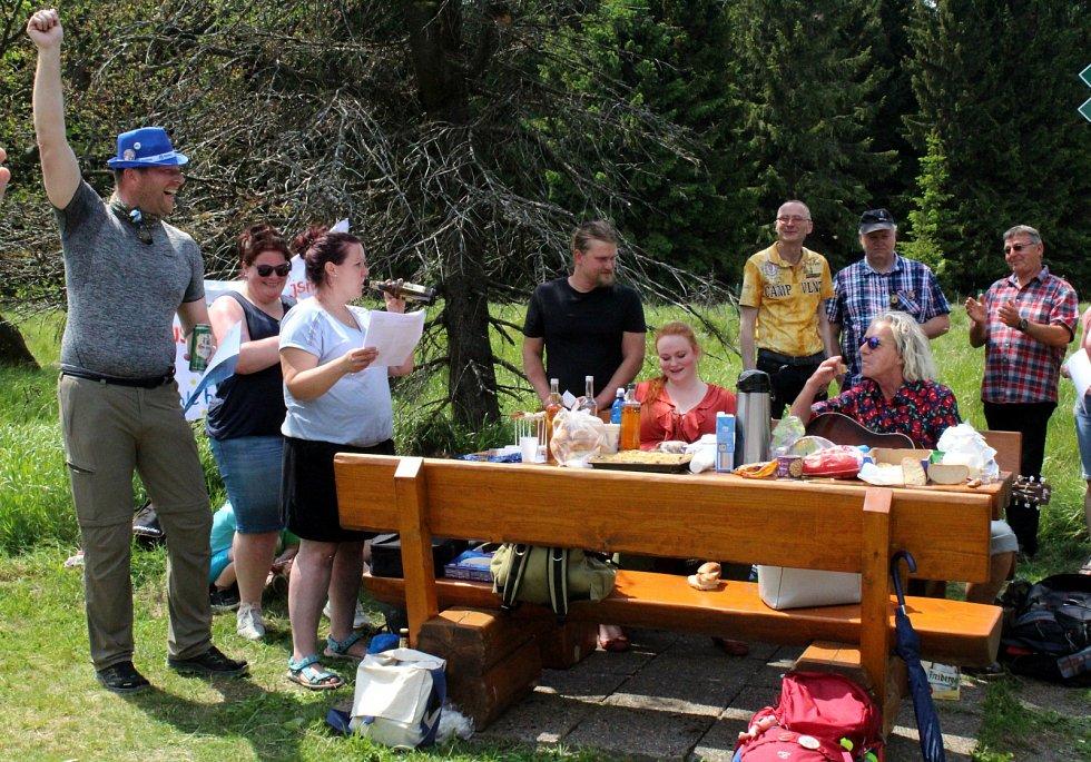 Setkání českých a německých sousedů při pikniku v Klínské bráně na Mostecku