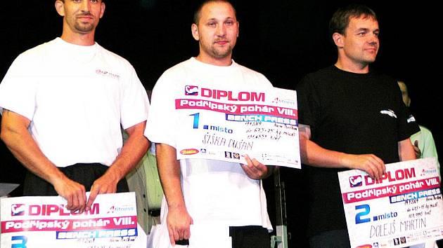 Litvínovský silák Tibor Šalát obsadil v Roudnici nad Labem po sloučení kategorií třetí místo. Na Podřipském poháru se dařilo i jeho kolegům z oddílu.