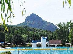 Bořeň, výrazná hora Českého středohoří, oblíbený vrchol výletníků z Teplicka a Mostecka.
