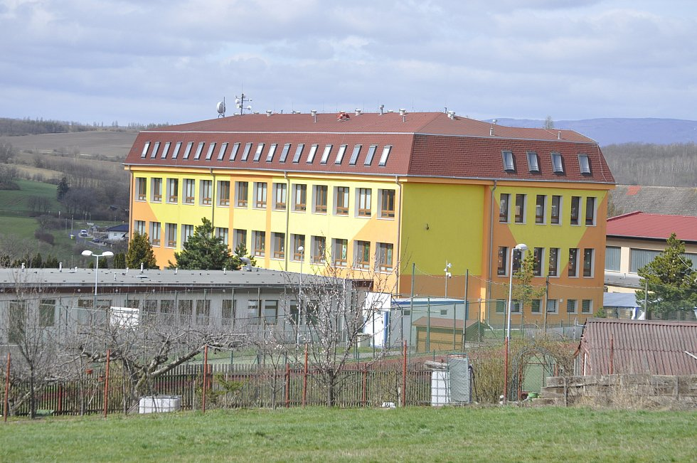 Obec Braňany, škola.