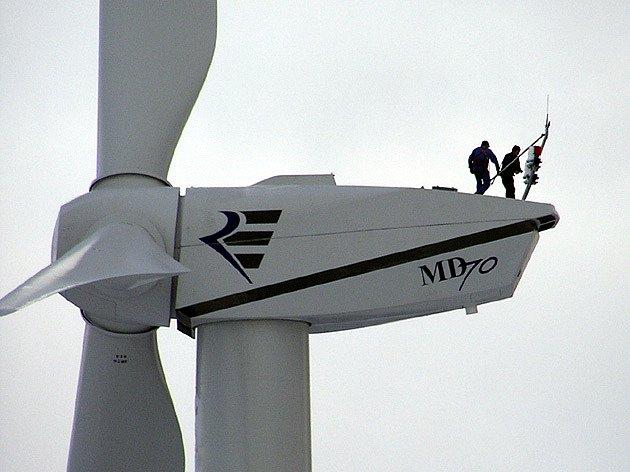 Kontrola větrné elektrárny v Nové Vsi v Horách na Mostecku.