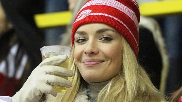 Taťána Kuchařová při natáčení filmu Správnej dres na litvínovském zimním stadionu.