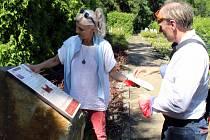 Francouzský spisovatel Laurent Guillet navštívil Litvínov a Most. Chce zasadit stromy přátelství a chystá velké setkání v Německu.