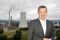 Někdejší šéf chemičky Artur Paździor Mosteckému deníku v létě 2013 řekl, že chemička vylepší nejdůležitější provozy a zvýší výrobu plastů, aby firma odolala globální konkurenci a posílila postavení na trhu.