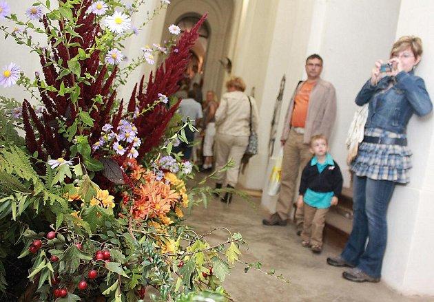 Zámek Jezeří vyzdobili floristé.