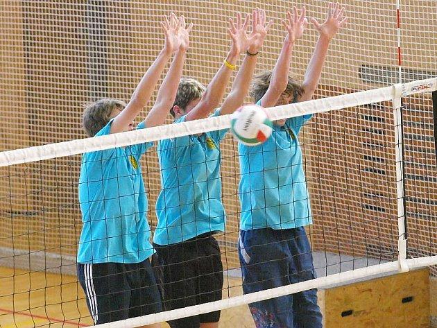 Na fotografii blokují zleva: Petr Kadaník, Marek Šulava a Libor Šlechta.