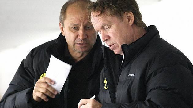 Vladimír Jeřábek (vlevo) a Petr Rosol v sezoně 2012/2013 na litvínovské střídačce. Teď se spolu potkají v Kadani.
