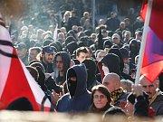 Ochranné sbory Dělnické strany se 18. dubna vydaly do vesnice Krupka nedaleko Ústí nad Labem. Na místním sídlišti se ovšem setkaly s odporem převážně romských obyvatel, kteří je do sídliště odmítli pustit. Oba tábory od sebe oddělila policie.