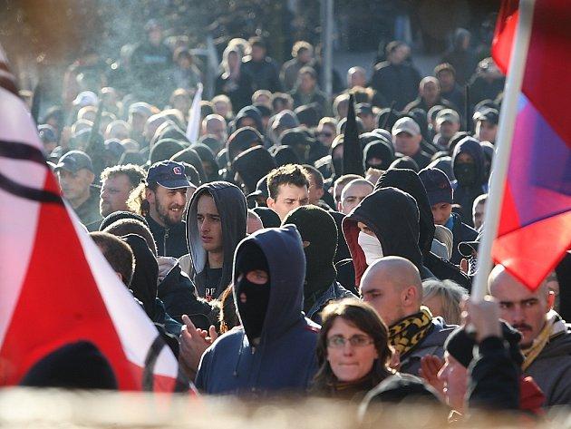 Demonstrace v den 19. výročí sametové revoluce v Litvínově v roce 2008 proti neutěšené situaci na sídlišti v Janově. Extremisté svedli souboj s policií. Na obou stranách byli zranění. Podobná situace se letos nemá opakovat.
