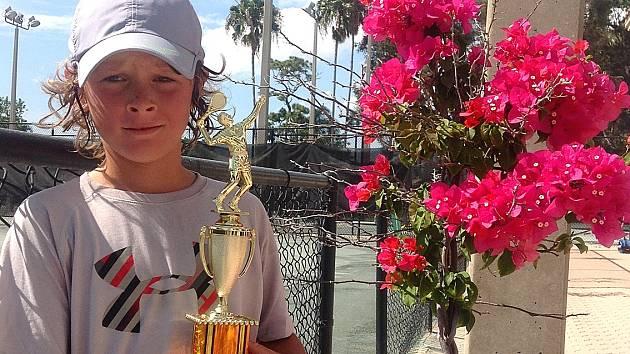 Mladý tenista Jiří Kroužek na turnaji v Americe, který vyhrál.