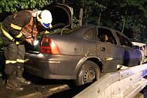 Opel po nehodě začal hořet