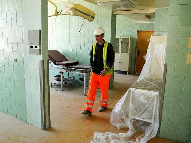 V mostecké nemocnici začala letos oprava porodnice.