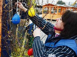 Příprava na Velikonoce v centru Mostu.