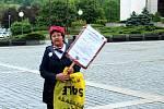 Na 150 odpůrců Andreje Babiše se v úterý zúčastnilo demonstrace v Mostě na 1. náměstí, kde vyjádřili podporu celostátní kampani Milion chvilek pro demokracii. Transparenty a proslovy kritizovali předsedu vlády, který se podle nich chová jako monarcha a mě