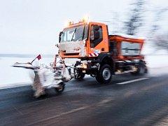 Zima začala omezovat dopravu.
