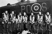 Známý exponát britského muzea v Hendonu, čtyřmotorový bombardér Avro Lancaster B Mk I s označení PO - S, je spojený s válečnou historií Mostu a Chomutova.