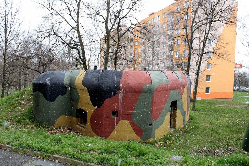 Opět bunkr K51/15/A 160/Z na jirkovském sídlišti.