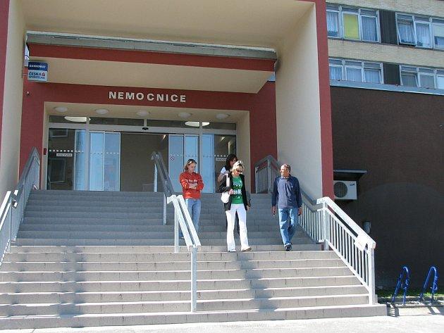 Vchod do části mostecké nemocnice.