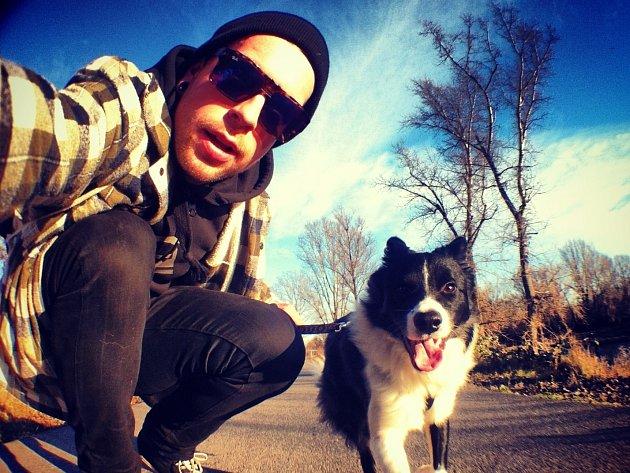 Radek Karko se svým psím miláčkem.