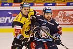 Litvínov (ve žlutém) hrál u lídra extraligy z Liberce.