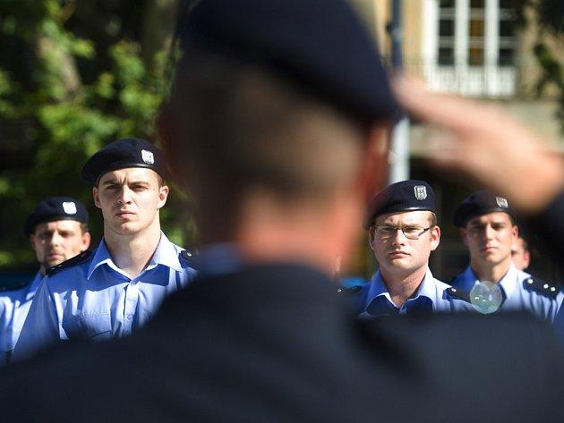 Ulice čekají na nové policisty.