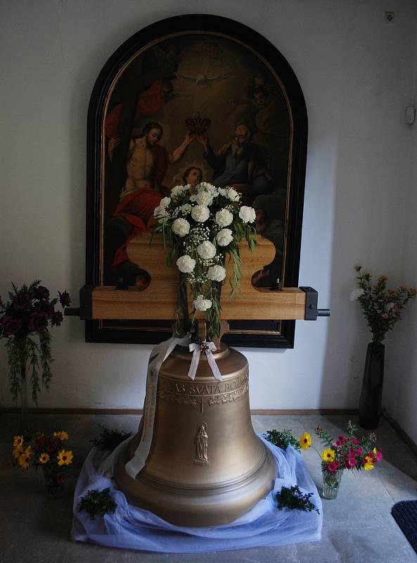 Kostel v Litvínově dostal nový zvon. Instalaci předcházela poutní mše ke cti sv. Michaela archanděla, patrona chrámu a města.