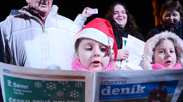 Akce Česko zpívá koledy na 1. náměstí v Mostě