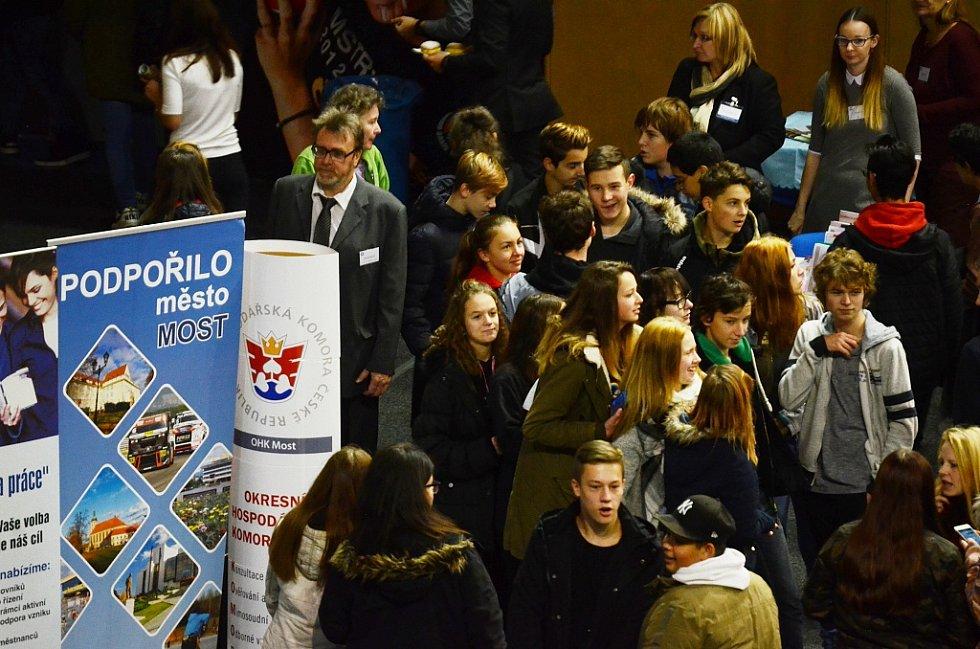 Tři desítky středních a vyšších odborných škol z několika krajů představily v mostecké sportovní hale svou činnost nejstarším žákům základních škol z Mostu a okolí.