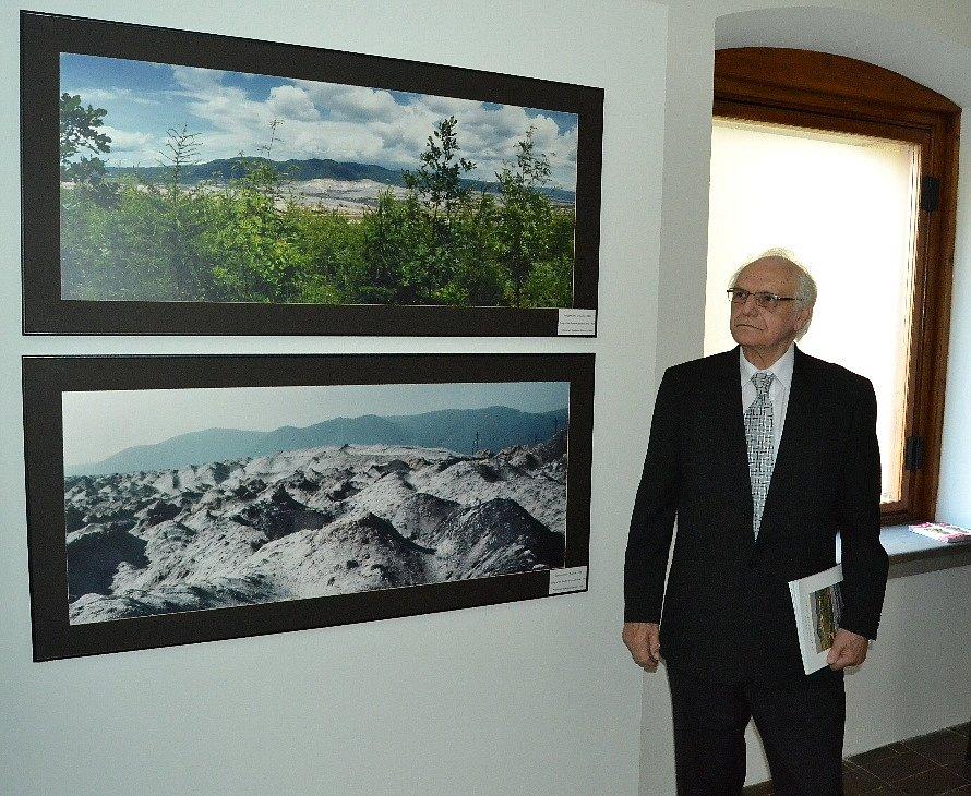 """Stanislav Štýs a jeho fotografie """"dvojčata"""", záběry před a po rekultivaci vyuhlené krajiny."""