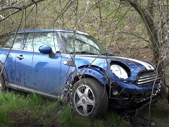 Vrtulník letecké záchranné služby zasahoval v sobotu dopoledne v Braňanech na Mostecku u zraněné řidičky osobního automobilu.