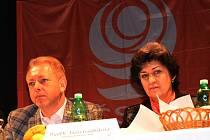 Krajská konference ČSSD v teplickém divadle, na snímku ministr Chovanec a místopředsedkyně strany Gajdůšková.