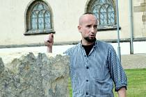 Alexander Peroutka při sochařském sympoziu v Mostě vytvoří dílo Equalizér.