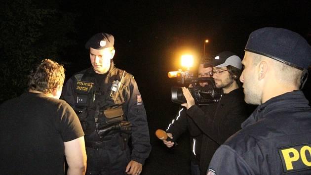 Policie při kontrole.