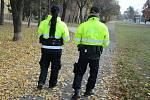 V ulici SNP v Mostě okradl muž dítě při společné procházce
