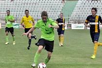 Mostecký Martin Surynek v zápase s Opavou.