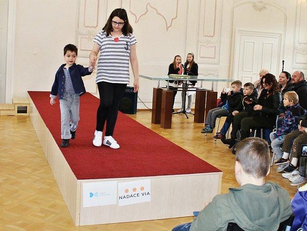 Charitativní bazárek v litvínovském zámku doprovodila i módní přehlídka