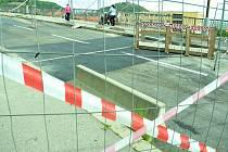 Situace na mostu u nemocnice v úterý 19. května dopoledne.