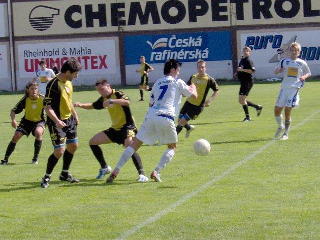 Litvínov (žlutočerné dresy) prohrál doma s Kladnem