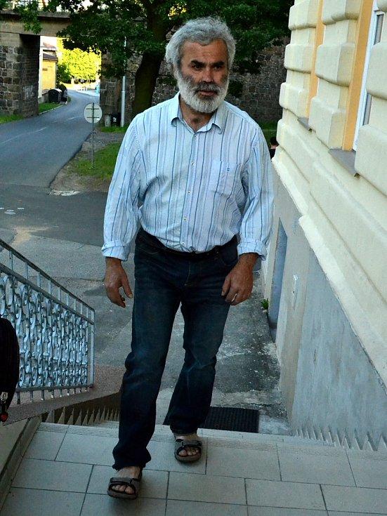 Premiéru si nenechal ujít ani starosta Horního Jiřetína Vladimír Buřt.