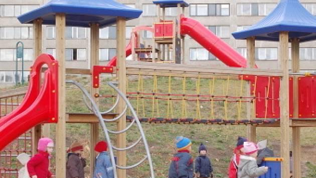Hřiště v areálu Benedikt patří mezi nejlepší v Mostě. Říkají to i školáci.