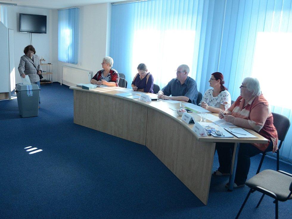 Volby v obci Nová Ves v Horách na Mostecku.