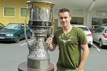 Jakub Petružálek s Gagarinovým pohárem.