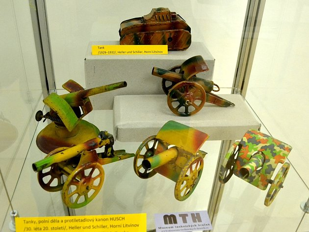 Unikátní výstava mechanických hraček značky Heller & Schiller vlitvínovském zámku Valdštejnů
