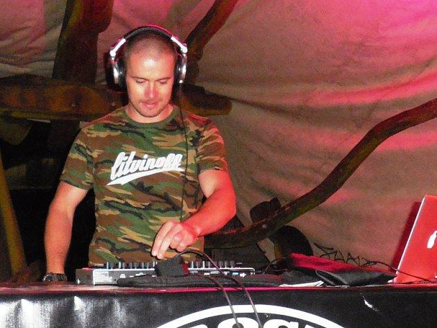 Jakub Petružálek, jenž bude hrát vTřinci,  byl na srazu jako DJ. Fanoušci Litvínova na něj reagovali jen pozitivně.