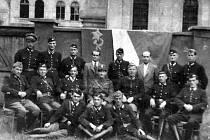 Ilegální policie v Lomu 8. května 1945.