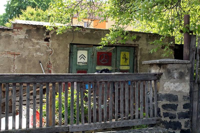 Dycky Most! Navštivte s námi místa, kde se točil známý komediální seriál. Luďanova garáž.