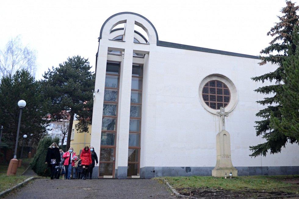 Děkan Leo Gallas požehnal v kostele svatého Václava v Mostě Tříkrálové sbírce